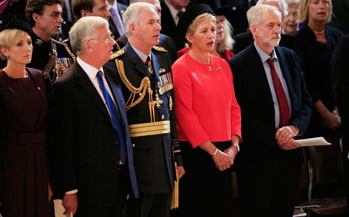 Jeremy Corbyn non canta l'inno nazionale